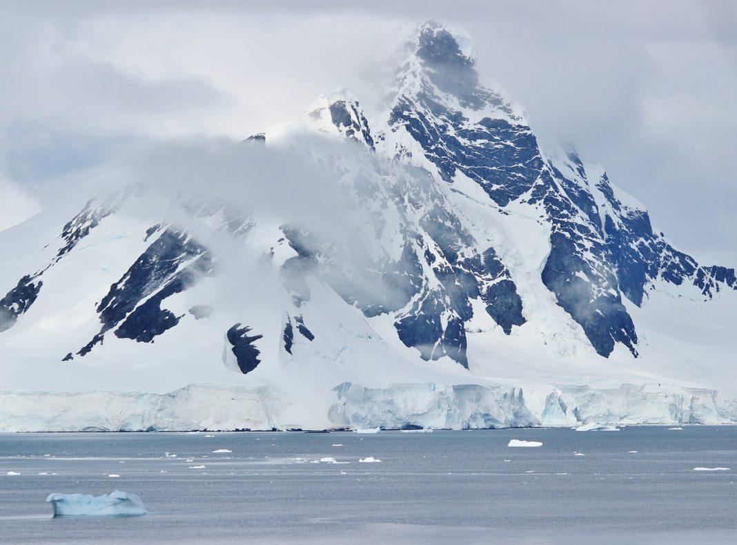 Mountain ranges in Antarctica look formidable