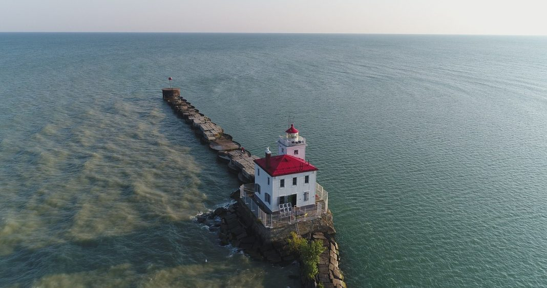 A solitary lighthouse on the Lake Erie in Ohio