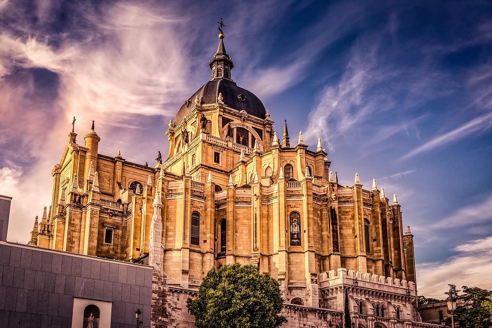 Breathtaking Catedral de Almudena in Madrid