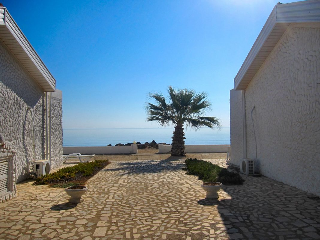 A cobblestone path leading down to the beach. Source: Flickr