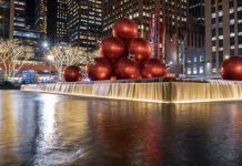Fountain Plaza at Christmastime (New York)